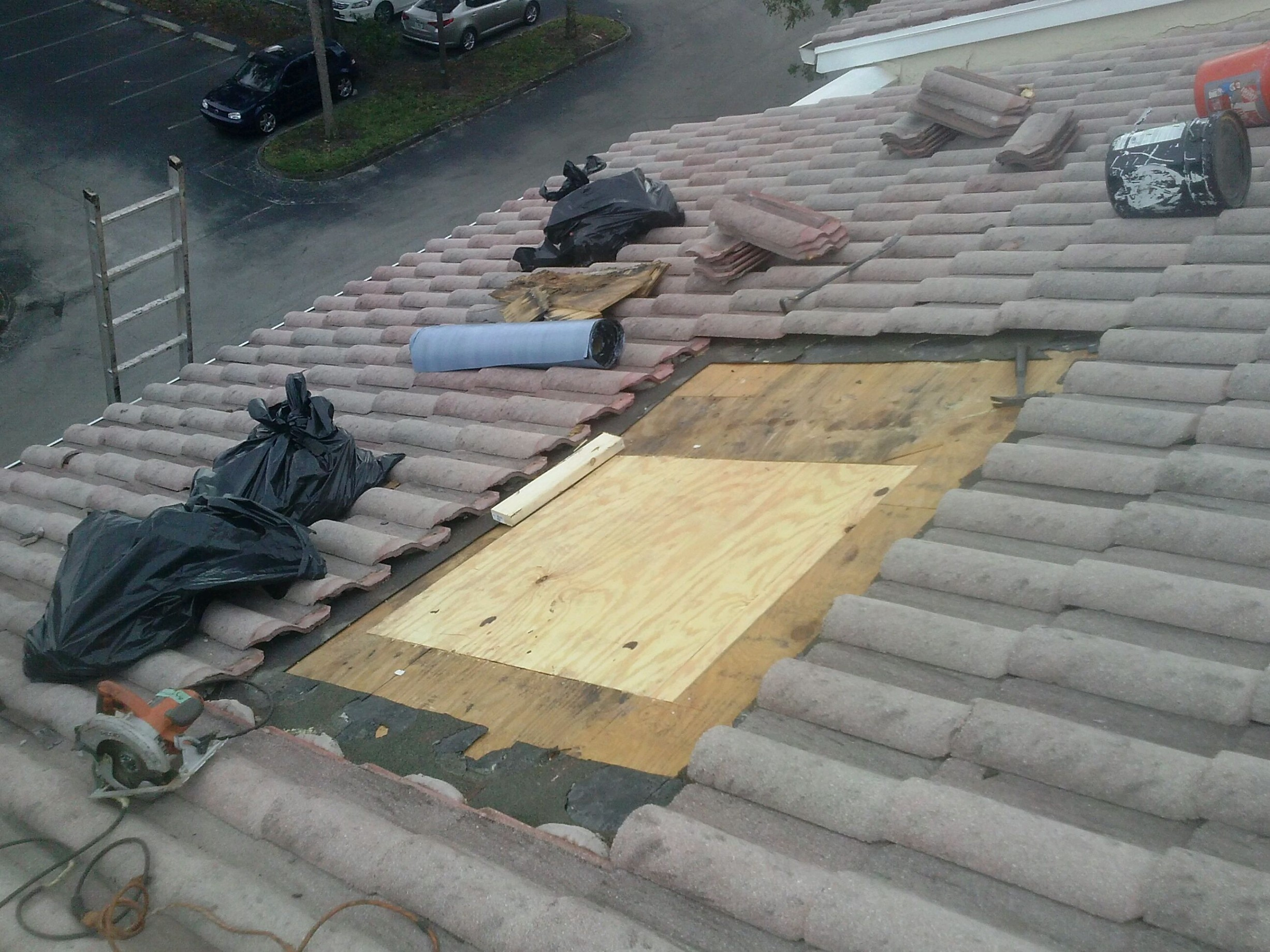 Change Rotten Wood. Tile Roof Repair